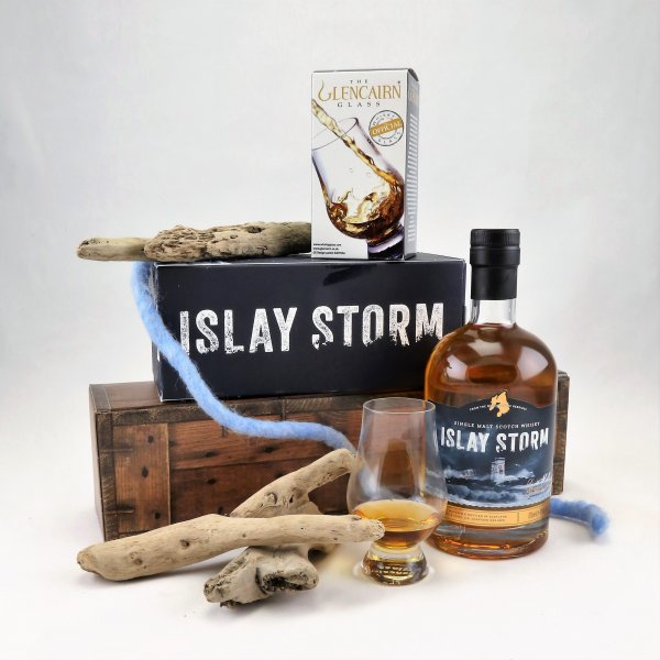 Islay Storm Whisky mit Glencairn-Glas in GP